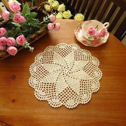 Copo de doily on-line-Atacado- yazi 4PCS Handmade Cotton oco Floral Coasters Rodada Doily Cup Pads Crochet Tabela Mat Doilies Placemat 20 centímetros 26 centímetros