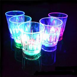 2019 piccole tazze di plastica 5,5 * 5cm 24 pezzi Lotto LED Coppa Lampeggiante Bicchieri di plastica che lampeggiava Tazza a Led Tiro Tazza Flash Piccola tazza sconti piccole tazze di plastica