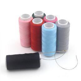 Máquinas de coser baratas online-Comercio al por mayor 150 M Poliéster Costura Wear-resistin Máquina Bordado Hilo Negro Blanco Multi Color Barato de Bordar