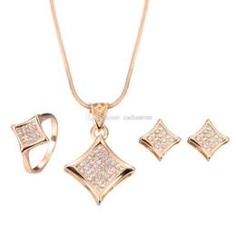 2019 conjuntos de joyas 24k oro de alta calidad. Conjunto de joyas de moda simple Cuadrado de diamantes de imitación, collar y aretes de oro y conjunto de anillos Snowpear C00582 FASH