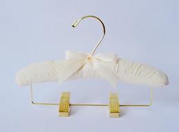 Cintres de qualité en Ligne-cintres rembourrés pour enfants, pantalons en tissu, jupes, cintres avec pinces, clips en or, pur coton 25cm, qualité d'exportation, 5pcs par ensemble
