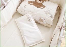 Bianco 100% cotone Ricamo orso biancheria da letto set trapunta cuscino paraurti letto lenzuola 9 pezzi set culla da set di biancheria da letto di ricamo a mano fornitori