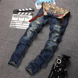 2020 jeans rasgados e rasgados 2019 Christmais presente Top Mens Moda Jeans rasgados Magro Ripped Destruído Denim Jeans masculino afligido Patched Holey Lavados perna reta cabido jeans rasgados e rasgados barato