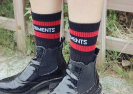 Wholesale Man Hosiery - High quality Fashion Men Women Stockings Socks Vetements Letters Knitted Cotton Shoe Hosiery Unisex Mid-calf Length Socks Good Elastic