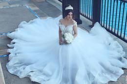 Vestidos de novia perla botones de encaje online-2017 dijo vestidos de novia de encaje Mhamad Cuello transparente Fuera de los hombros Una línea Botón de ilusión Volver Perlas moldeadas Vestidos de novia de novia Por encargo