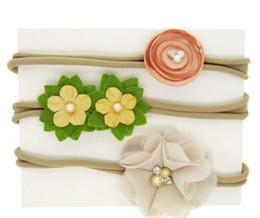 Accesorios de fotografía de bodas online-Flores de la perla diademas establece tocado de tres piezas traje floral accesorios de fotografía de bebé fiesta de cumpleaños regalos de cumpleaños 55