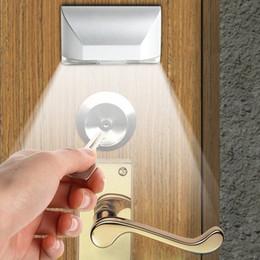 il buco della serratura automatico ha condotto la luce Sconti All'ingrosso-TOPS L0403 Lampada a fessure PIR attivate da radiazioni infrarosse a movimento automatico 4 LED Illuminazione domestica a LED Sensore lampada a LED Risparmio energetico