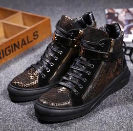 92b55bf6222f 2017 Новый стиль Золотой Высокий Топ Мужская повседневная обувь Британская обувь  Зимняя обувь Мужчины Сапоги Мужчины Свадьба и Party Slip на Flat Z429