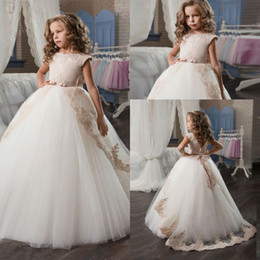 Wholesale Yellow Colour Flower Girl Dresses - Champagne Flower Girl Dresses with Sash Lace Appliques Custom Made Ball Gown First Communion Dresses for Girls Elegant Hot Sale