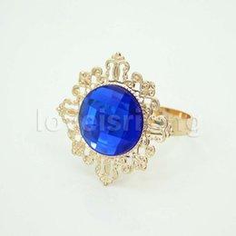 Titolari di anelli di tovagliolo blu online-50PCS / Lot Bella scintillante Royal Blue gemstones Placcato oro Napkin Anelli Wedding Party Table Decorazioni Portatovaglioli