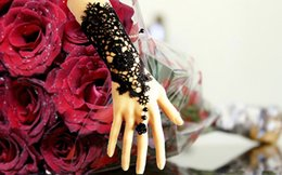 Wholesale Dresses For Less - Vintage Bridal Gloves For Prom Cocktail Wedding Dress Bridal Gown Free Size Gloves Bandage Finger-less Hollow Lace Wrist Flower Length Ring