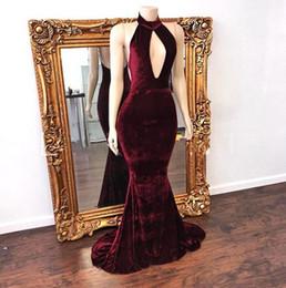 Comprimento do assoalho vestido de veludo vermelho on-line-2017 Nova Sexy Alta Pescoço Sereia De Veludo Vermelho Escuro Vestidos Sem Mangas Backless Até O Chão Halter Vestidos Vestidos de Noite Barato Vestidos de Festa
