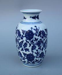 Vase bleu chinois en Ligne-Porcelaine bleue et blanche chinoise Vase à fleurs peint à la main W Qianlong Mark
