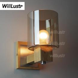 8b21d7f1fea Willlustr Wood Aplique de pared Luz de sombra de cristal ámbar Moderno  Aplique de pared Iluminación de pared de madera de roble Bombilla vintage  País ...