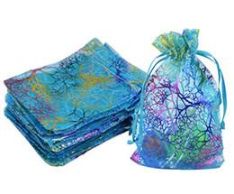 Sacs organza à motif en Ligne-Gros-100pcs Coralline Motif Bleu Organza Emballage Sac Bijoux Savon Bonbonnière De Noce Bonbons Pochette Cadeau De Noël Vente Chaude