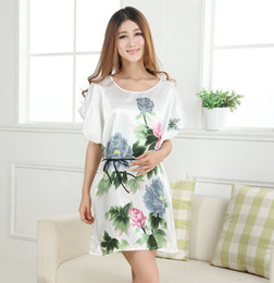 e1a1ad5fa9 Wholesale- White Plus Size Women s Faux Silk Robe Bath Gown Nightgown Pijama  Mujer Summer Sleepshirts New Style Sleepwear Printed Zh01C