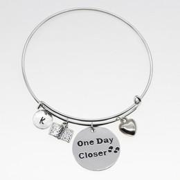Un jour plus proche d'un certain nombre de beaux ornements classiques rond argent blanc réglable cadeaux en forme de coeur bijoux bracelet YP3173 ? partir de fabricateur