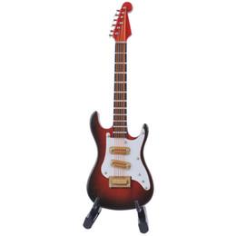 Гитары ручной работы онлайн-Ручной мини-инструмент Электрическая гитара Модель украшения Деревянные миниатюрные инструменты гитары игрушки