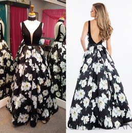 Wholesale Famous Triangles - Print Floral Prom Dresses 2017 Famous Design with Petal Power and Plunging Neckline Real Photo Black and White Formal Evening Dress