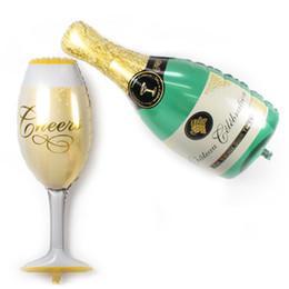 2017 2 unids / lote Globos Nueva Taza de Champagne Botella de Cerveza Globos de Papel de Aluminio Globo 1 taza + 1 botella de Artículos para Fiesta desde fabricantes