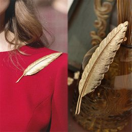 Wholesale Feather Lapel Pins - Wholesale- 2016 Men Gold Feather Suit Women Broaches Version Leaves Hijab Pins Wedding Brooch Men Brooches Pins Flower Lapel Pins For Wom