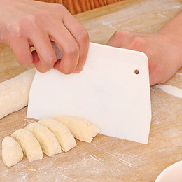 Canada Gros-50xPlastique Pâte Givrage Fondant Grattoir Décoration De Gâteau De Cuisson Outils Plats Lisses Lisses Spatules Doux Gâteau Cutters Pain Trancheuse Offre