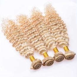 Capelli ricci peruviani stretti online-Fasci di capelli biondi onda profonda # 613 luce bionda capelli umani vergini peruviani 3 pezzi lotto fasci di capelli ricci stretti stretto ricci in vendita
