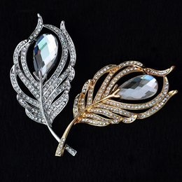 Wholesale Wholesale Feather Garments - Wholesale- 2016 New Charm Feather Brooches For Women Christmas Brooch Garment Accessories Jewelry Brooch Clear Rhinestone Crystal Pin XZ023