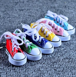 Wholesale Mini Tennis Keychain - 7.5*7.5*3.5cm Mini 3D Sneaker Keychaisn Canvas Shoes Key Ring Tennis Shoe Chucks Keychain Wedding Favors Gifts 7 Color