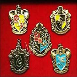 Argentina Encantos de Harry Potter metal Broche pines insignia Cosplay Ravenclaw Slytherin Hufflepuff de Hogwarts Placa pernos de metal Accesorios de DHL Suministro