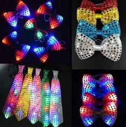 Bar del bar ha portato le luci online-Natale paillettes LED cravatta light up collo cravatta luminosa LED Bowtie lampeggiante lampeggiante party favori natale halloween club bar 7 colori
