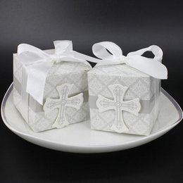 Wholesale bomboniere baby shower - Wholesale- First Communion cross candy box Christening baby shower wedding party bomboniere wrap holders with ribbons,20pcs lot