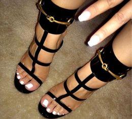 Sandálias de lantejoulas mulheres on-line-2017 verão mulheres de metal sandálias de lantejoulas sexy tira no tornozelo gladiador sandálias de salto fino corta fivela de salto alto sapatos de festa de couro vestido