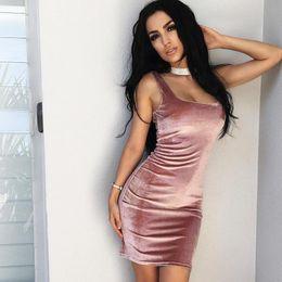 vestido correa de espagueti rosa caliente Rebajas 2017 Hot Style Pink Velevet de alta calidad de las mujeres vestidos casuales Straps cuello vaina corta Mini noche out vestidos de fiesta en Stock
