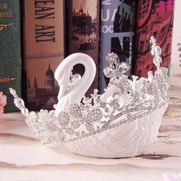 Wholesale Bridal Tiara Hair Crown Butterfly - Sparkle Beaded Crystals Wedding Crowns Flower Butterfly 2017 Bridal Crystal Veil Diamond Tiara Crown Hair Accessories Party Wedding In Stock
