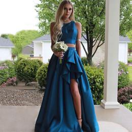 Barato Duas Peças País Vestidos De Damas De Honra Jewel Neck Split Side Convidado Do Casamento Vestido De Cetim Dama De Honra Vestidos de Fornecedores de azul marinho bling vestidos de dama de honra