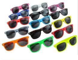 Wholesale Cheap Womens Sunglasses - Popular Womens and Mens Most Cheap Modern Beach Sunglass Plastic Classic Style Sunglasses DHL free ship
