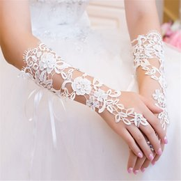 Wholesale Diamond White Gloves - Wholesale- Fashion Bride Lace Embroider Flower Dew Finger Gloves Hollow Out White Imitation Diamond Bandage Gloves Accessories 7002
