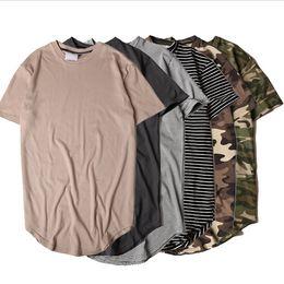 Camisetas de rayas para hombre online-Nuevo estilo de moda de moda de verano a rayas de la camiseta curvada de los hombres de palangre extendido Camo Hip Hop camisetas Urban Kpop para hombre camisetas