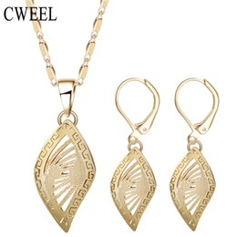 Wholesale Dubai Accessories - CWEEL Dubai African Beads Jewelry Sets For Women Pendant Necklace Earrings Indian Jewelry Gold Color Wedding Bridal Accessories