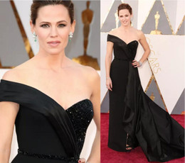 2017 robe de célébrité train de balai sexy sweetheart Long Black 2016 Oscars Jennifer Garner Celebrity Red Carpet Robes de bal Sweetheart V Sweep Train Tiers Evening Gowns peu coûteux robe de célébrité train de balai sexy sweetheart