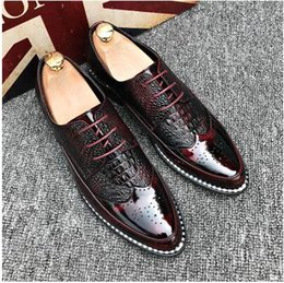 Wholesale Male Prom - New luxury Design pointed bullock Lace-up Flats Shoes Male Gold red Wedding Prom Pageant Quinceanera Business Oxford shoes AXX410