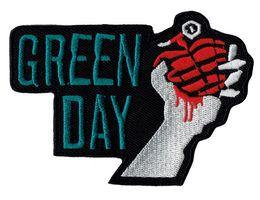 Remendos de costura manual on-line-Atacado GREEN DAY BOMB Na Mão Bordado Ferro Em Patch Shirts Emblema DIY Applique Roupas Emblema Remendo Costurar Em Frete Grátis