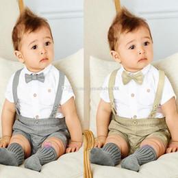 2019 laço da camisa dos meninos Meninos crianças Cavalheiro roupas de algodão Tie shirt + suspender shorts 2 pçs / set bebê ternos de verão C2430 desconto laço da camisa dos meninos