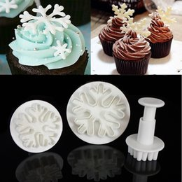 Wholesale Decorator Plunger Cutters - Wholesale- 3pcs set Plastic Snowflake Plunger Fondant Cutter Cake Tools Cookie baking decorating accessories cake decorating tools