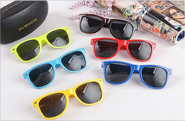 Wholesale Wholesale Modern Style Sunglasses - Unisex Sunglass Most Cheap Modern Beach Sunglass Plastic Classic Style Sunglasses Many colors to choose Sun Glasses YYA122