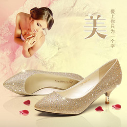 Wholesale Low Heel Gold Glitter Shoes - In the low heel shoes diamond documentary shoes Golden wedding shoes female bride autumn red high-heeled shoes silver glass slipper