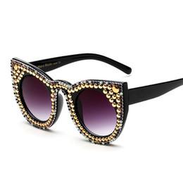 Wholesale Pearl Frame Round - New Europe Fashion Pearl Womens Sunglasses Vintage Oversized Sun Glasses Party Cat Eye Sunglasses Retro Shades Ladies Sunglasses 170823