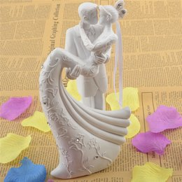 Wholesale Resin Cake Stand - Wholesale- Bride And Groom Resin White Romantic Wedding Cake Topper Stand Couple Figurine Wedding Gifts