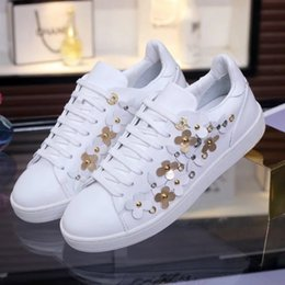 Wholesale Womens Flower Shoes - Luxury Brand 3colors Womens Ladies Flower Cow Genuine Leather Casual Walk Shoes Muifa Lace Up Club Sneakers Appliques Free Shipiping EU35-41